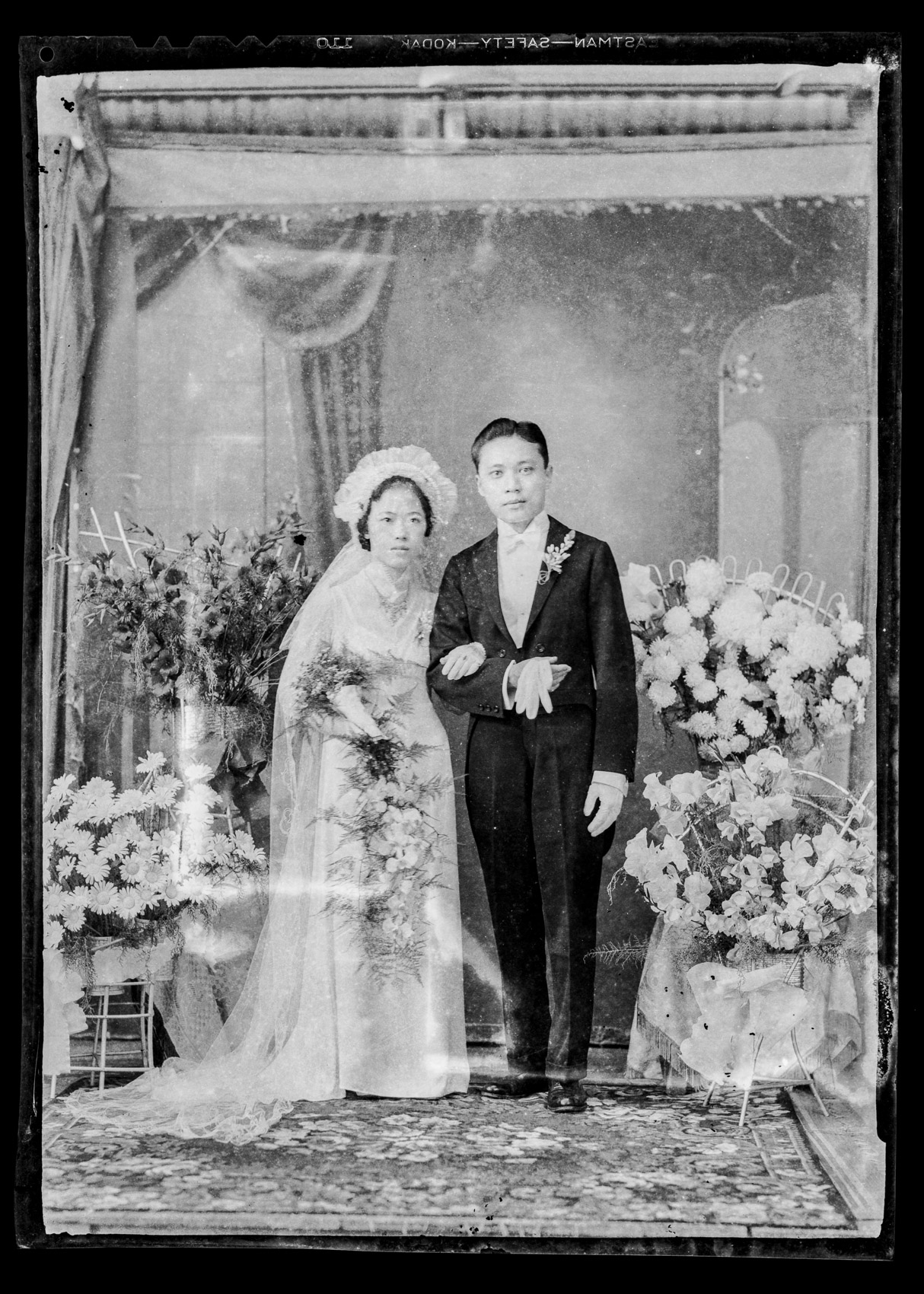 The Wedding of Lie Soei Pin (Elwin Lisardi) and Tjan Ang Kie (Yanti Chandra) • Fort De Kock, Dutch East Indies, 1939